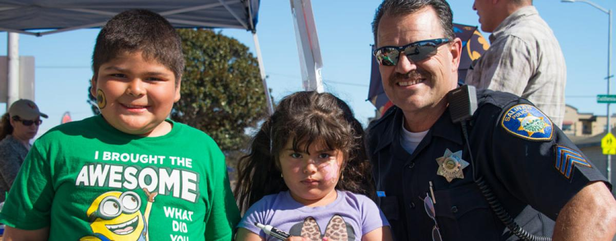 Salinas Policeman and kids