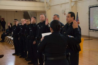 CHief Fresé swearing in new SPD Officers